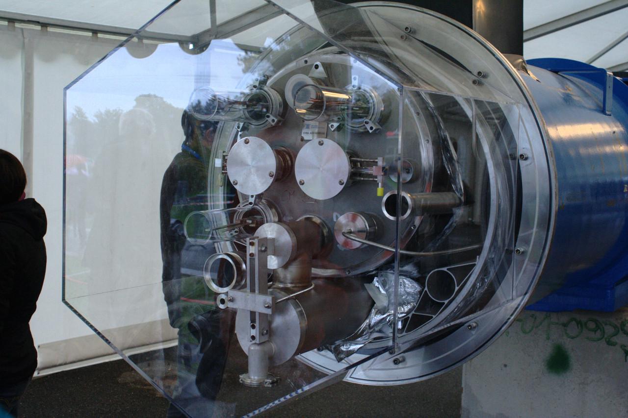 LHC dipole end