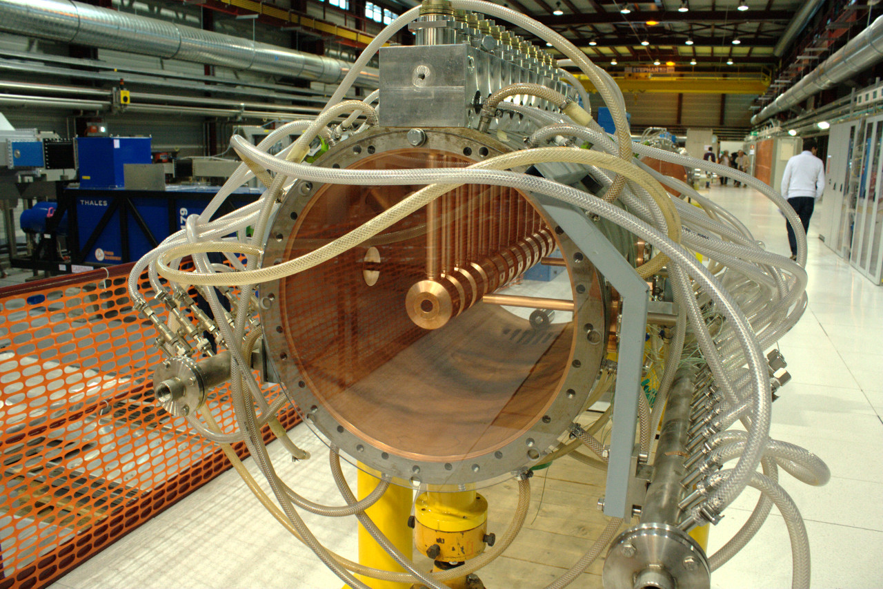 LINAC-4 resonator structure